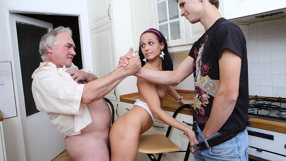 College Girl Fucks Older Guy